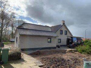 Vanuit de tuin: nieuw dak en dakisolatie in Helvoirt